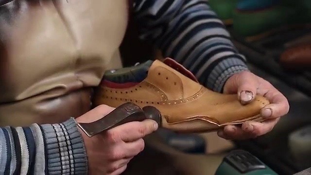 Mezlan Shoes being made